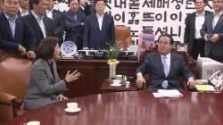 """한국당 """"문희상, 여성의원에 신체접촉···고발조치할 것"""""""