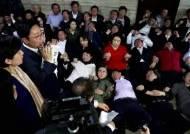 육탄전으로 민주당 막아낸 뒤···눈시울 붉어진 나경원