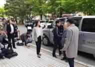 "KT 부정채용 의혹 영장심사 받는 이석채 ""사진 참 많이 받네"""