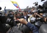 베네수엘라 또 혼돈···마두로, 장갑차로 시위대 깔아뭉개