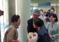 한국 오려 '선박 검사관' 된 입양 여성 41년 만에 가족 만났다