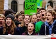 """""""공부 안중요해"""" 학교 파업···전세계 퍼진 16살 소녀 시위 왜"""
