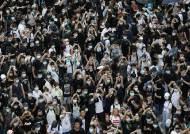 '분노한 홍콩' 수만명 도로 점거…경찰, 최루탄·물대포 무력 충돌