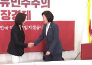 """'선배' 박영선, 나경원 만나 """"野 원내대표 어려워"""" 훈수"""