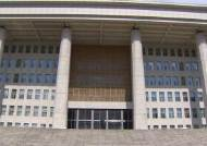 삭발하던 박인숙 의원이 국회 직원과 실랑이 벌인 이유
