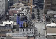 우르르 무너진 美 신축 호텔…잔해 깔려 1명 사망·3명 실종