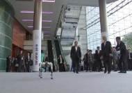"""문 대통령 """"인공지능은 인류의 동반자…올해안 AI 국가전략 제시"""""""