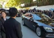 문재인 대통령 모친 장례미사 1500명 참석…프란치스코 교황 위로 서신 보내
