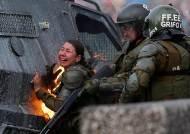 불붙고, 끌려가고 무정부 상황의 칠레…여기에 지진까지