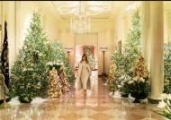 [서소문사진관]멜라니아의 백악관 크리스마스, 지난해 논란 부른 빨간 트리는 안 보여