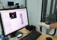 """""""아내의 손도 만들었죠"""" 국내 유일 3D 의수족 전문가 허준성"""