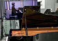 러시아서 건반 누르면 서울서 연주되는 신개념 피아노 등장
