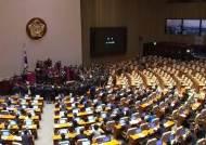 민주당, 쪼개기 국회 강행…한국당 속수무책