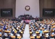 한국당 반발 속 선거법 통과···'연동형 비례' 첫 도입된다