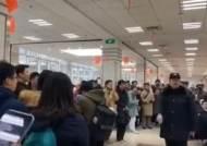 """""""학술독립·사상자유!""""…구내식당에서 교가 외친 푸단대 학생들"""