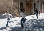 [서소문사진관]'6주 만에 나왔어요', 스페인 어린이 외출 제한적 허용
