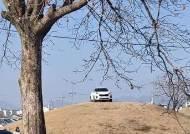 """""""작은 언덕인 줄…"""" 신라왕족 고분 위 주차 SUV 운전자 진술"""