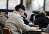 수능 D-8…감독관 요청땐 마스크 내려 얼굴 확인…가림막에 문제 적으면 '부정행위'