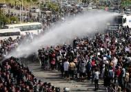 """미얀마 군부, 시위 강경진압 경고…英 외교관 """"유혈 사태 우려"""""""