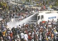 """미얀마 사흘째 시위…""""군부, 제2 도시 만달레이에 계엄령"""""""