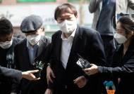 """사전투표한 尹 """"아버지 편치않아 같이 왔다""""…대권 묻자 침묵"""
