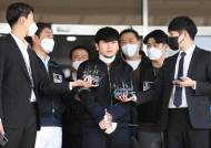 """무릎꿇은 김태현, 스스로 얼굴 드러냈다...시민들 """"사형하라"""" [영상]"""