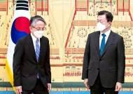 """문 대통령 """"오염수 방류 해양법재판소 제소 검토하라"""""""