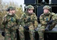 '남자 넷 여자 둘' 내무반…여성징병제 노르웨이의 파격 시도