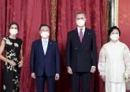 어디서 본듯한…스페인 패셔니스타 왕비 만난 김 여사 패션
