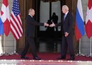 """바이든 """"얼굴 마주보니 좋다"""" 푸틴 """"회담 제안에 감사"""""""