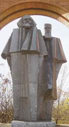 <!HS>마르크스<!HE> 조각상은 왜 역사의 죄인처럼 서 있나