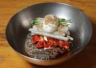 쇠심줄 면발에 냉·온 육수, 화끈한 맛 속초 함흥냉면 … 실향민 달래준 '노동 음식'