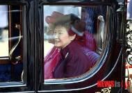 '세월호 미용사', 朴 버킹엄궁 방문때도 동행