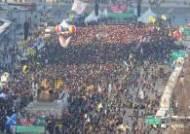 """축제속 마지막 촛불, 광화문 광장 밝혔다…""""국민의 승리"""""""