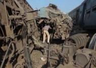 이집트 열차끼리 '쾅'…선로변경 착각해 최소 43명 사망