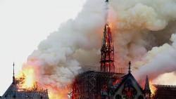 """""""노트르담 살리자"""" 성금 몰려…인터넷선 화재 음모론도"""