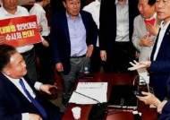 회의장 변경, '허' 찔린 한국당…활극 없었던 '심야극장'