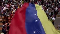 '전쟁터' 된 나라 떠나…베네수엘라, 이어지는 '탈출 행렬'