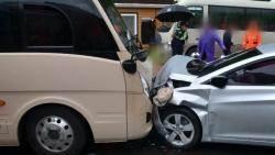 남해 보리암 순환버스·승용차 충돌 사고…25명 다쳐