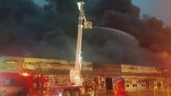공장 6개 삼킨 불…유독물질 '긴급 이송'으로 누출 막아