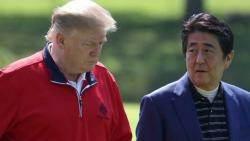 """첫 일정서 """"무역불균형"""" 꺼낸 트럼프…아베는 극진 대접"""
