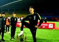 U-18 축구 '우승컵 모욕' 논란…뿔난 중국에 거듭 사과