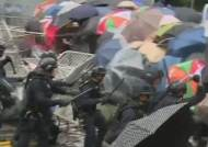 시민 얼굴에 최루탄 쏜 홍콩 경찰…과잉진압 영상 잇따라