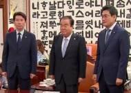 """한국당 """"선별 상임위만 참석"""" vs """"국회가 뷔페식당이냐"""""""