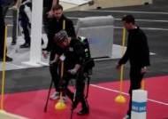 뺑소니 사고로 18년 휠체어…'로봇' 입고 일어서다