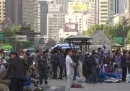 대한애국당 광화문 불법 천막 강제 철거…부상자 속출