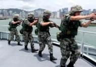 홍콩섬 향해 총 겨눈 듯…중국 인민해방군 사진 파장