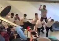 홍콩 시위대 노린 무차별 '백색테러'…전철역 아수라장