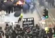 홍콩 '백색테러 규탄' 집회…경찰-시위대 최루탄 대치