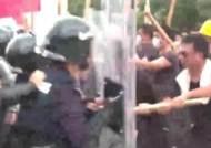 """'파란 괴한들' 홍콩 시위대 공격…""""중국 출신 가능성"""""""